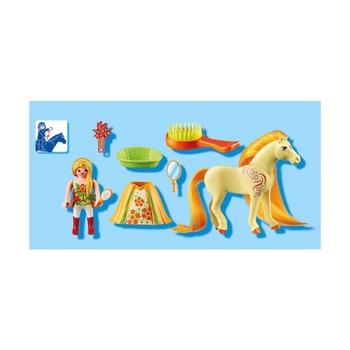 Принцесса Санни с лошадкой