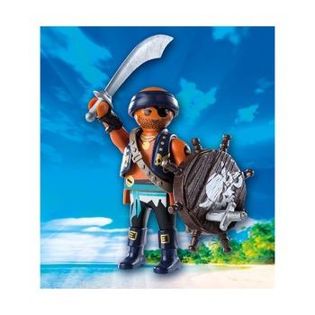Пират с щитом