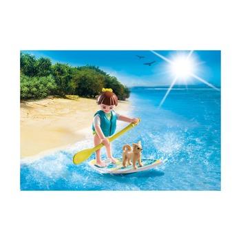 Девушка серфер с собакой