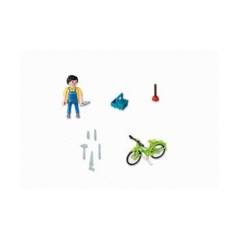 Мастер с инструментами на велосипеде