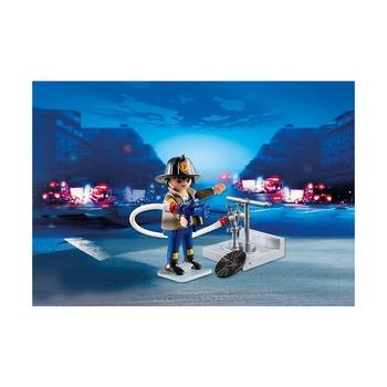 Пожарник с гидрантом