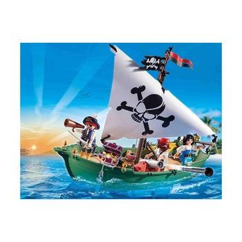Пиратский корабль с мотором