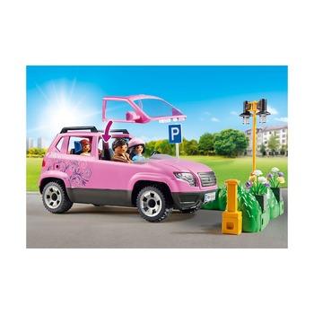 Семейный автомобиль с парковочным местом