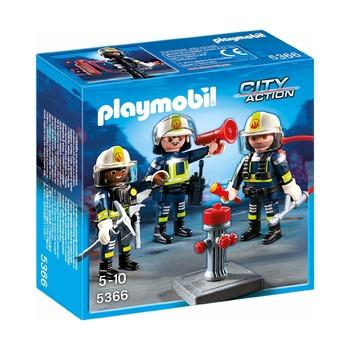 Пожарные, водяная пушка и насос