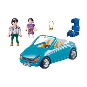 Семья с кабриолетом