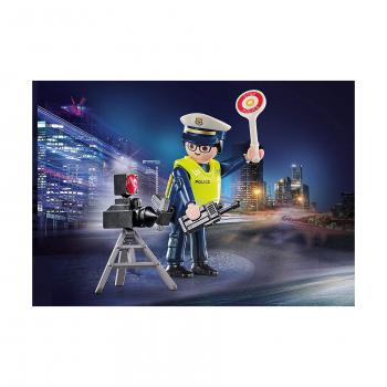Полицейский с радаром скорости